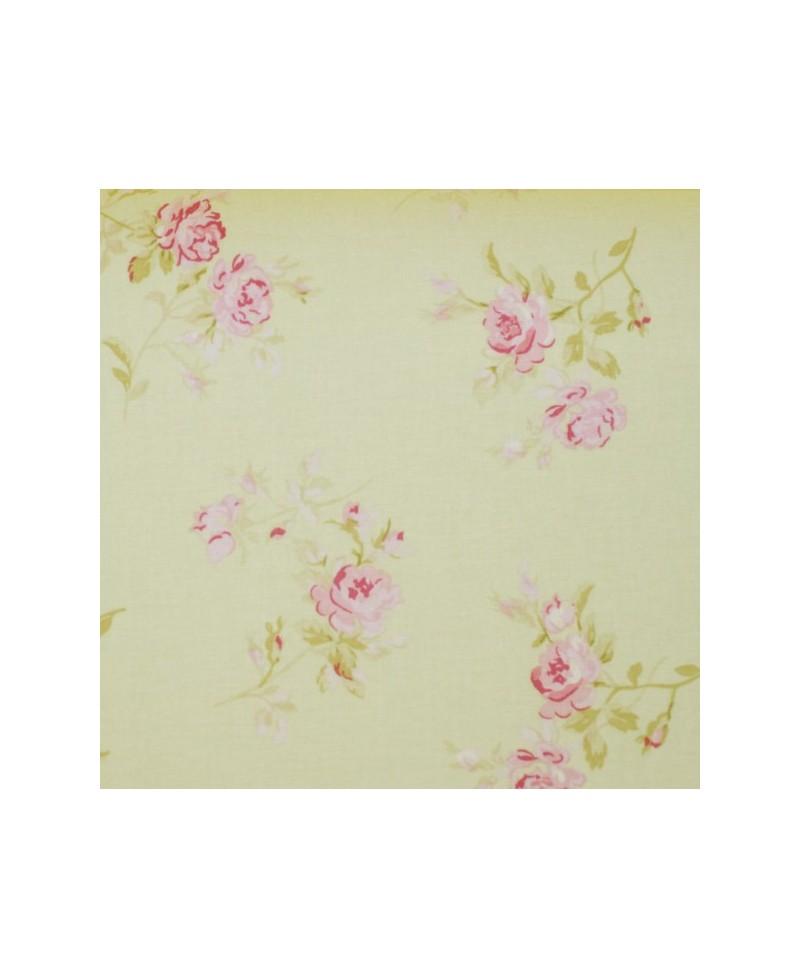 Flores rosas medianas y fondo verde